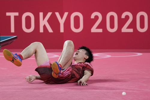 五輪卓球男子団体準決勝 日本-ドイツ第4試合 張本智和(AP)