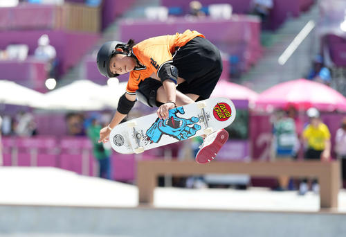 スケートボード 女子パーク予選 3本目を滑る岡本(撮影・鈴木みどり)