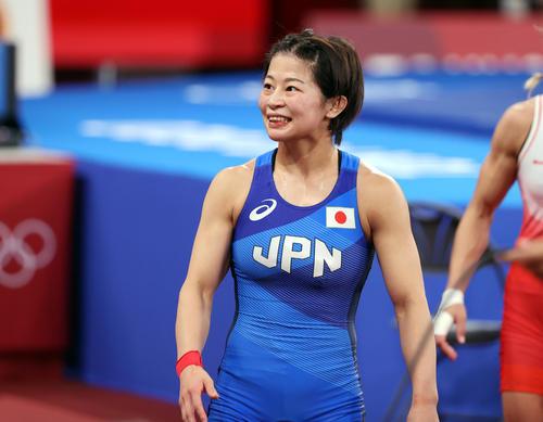 女子フリースタイル53キロ級2回戦 勝利して引き揚げる向田(撮影・パオロ・ヌッチ)