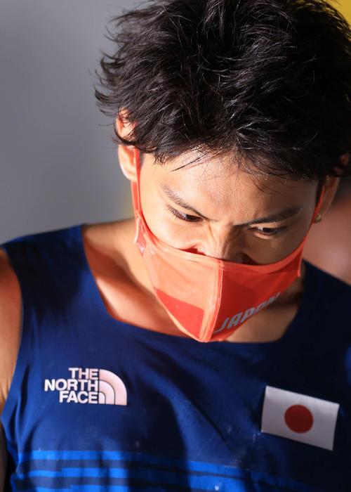 スポーツクライミング男子複合決勝、メダルを逃し悔しそうな表情を見せる楢崎(撮影・河野匠)