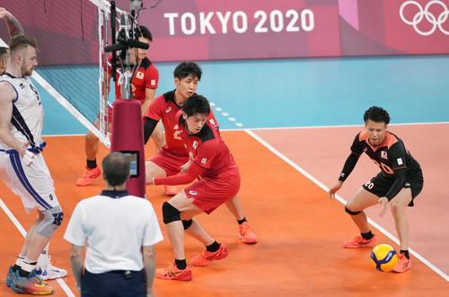 日本―イタリア 第2セット、失点した日本(共同)