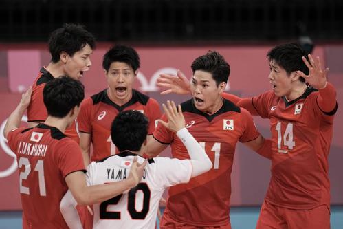 得点を挙げ喜ぶ日本代表(AP)