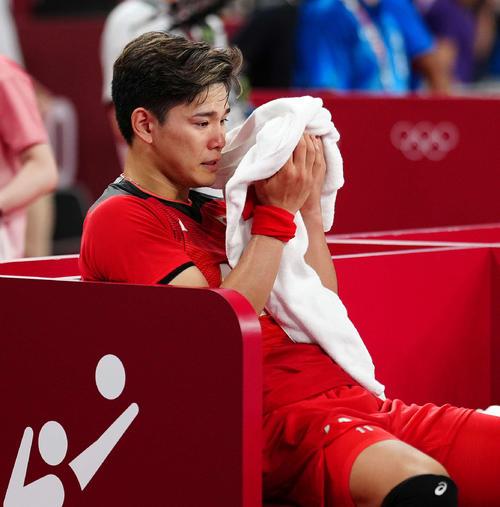 男子準々決勝でブラジルに敗れ、涙を流す西田(撮影・江口和貴)