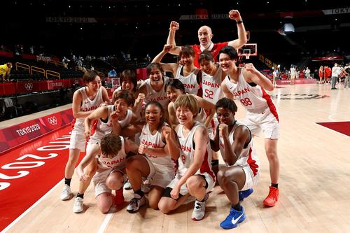 ベルギーに勝利し初の4強入りを決めた女子バスケチーム(ロイター)