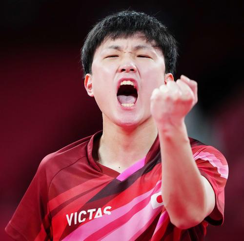 五輪卓球男子団体準決勝 日本-ドイツ第2試合 張本智和(ロイター)