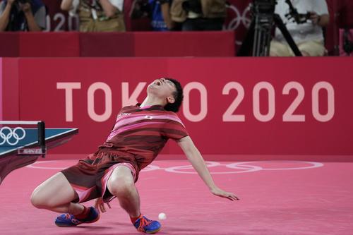 五輪卓球男子団体準決勝 日本-ドイツ第4試合 張本智和(ロイター)