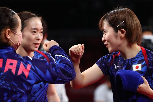 卓球女子団体決勝 日本-中国 伊藤美誠、石川佳純、平野美宇(ロイター)