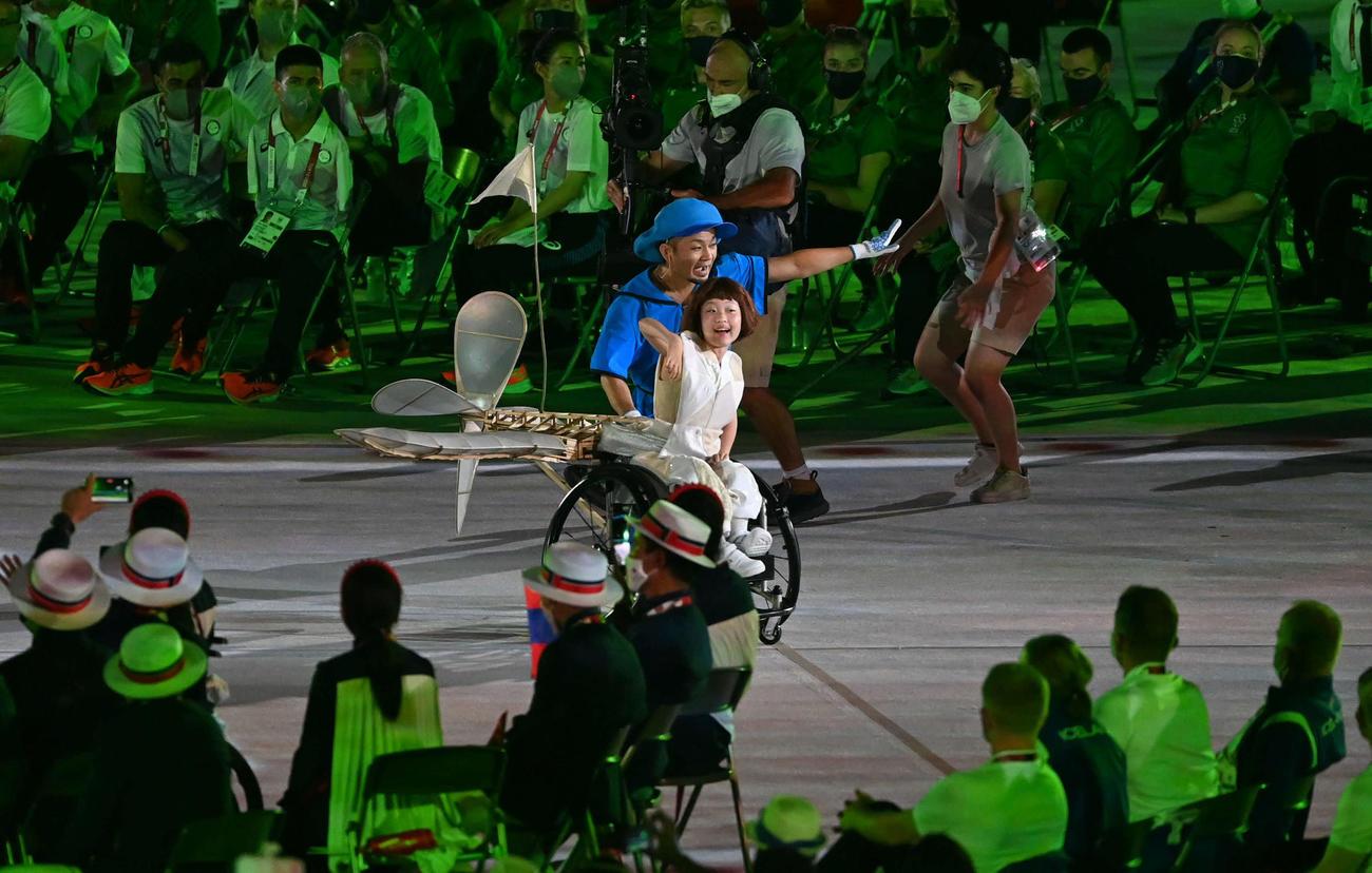 パラリンピックの開会式を盛り上げる和合由依さん(撮影・山崎安昭)
