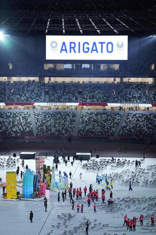 パラリンピックが閉会し「ARIGATO」と表示される(撮影・滝沢徹郎)