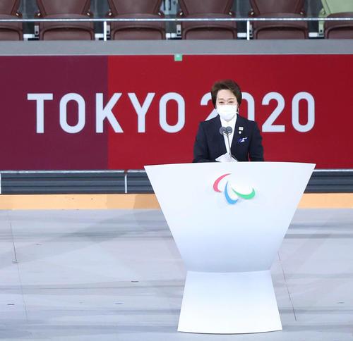 あいさつをする東京五輪・パラリンピック組織委員会の橋本会長(撮影・河田真司)