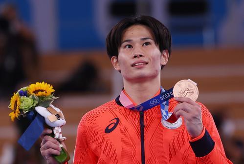 体操男子種目別あん馬 萱が銅メダルを獲得(ロイター)