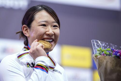 女子オムニアムで金メダルを獲得した梶原(AP)