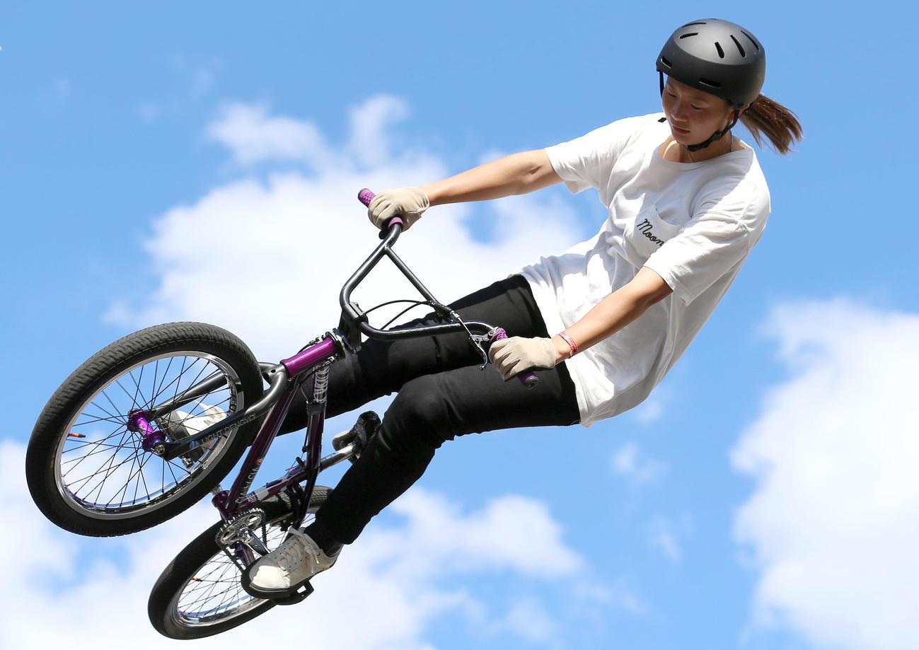 「全日本BMXフリースタイル選手権」フリースタイル・パーク女子決勝 大池水杜は1本目で華麗なランを披露する(撮影・上山淳一)