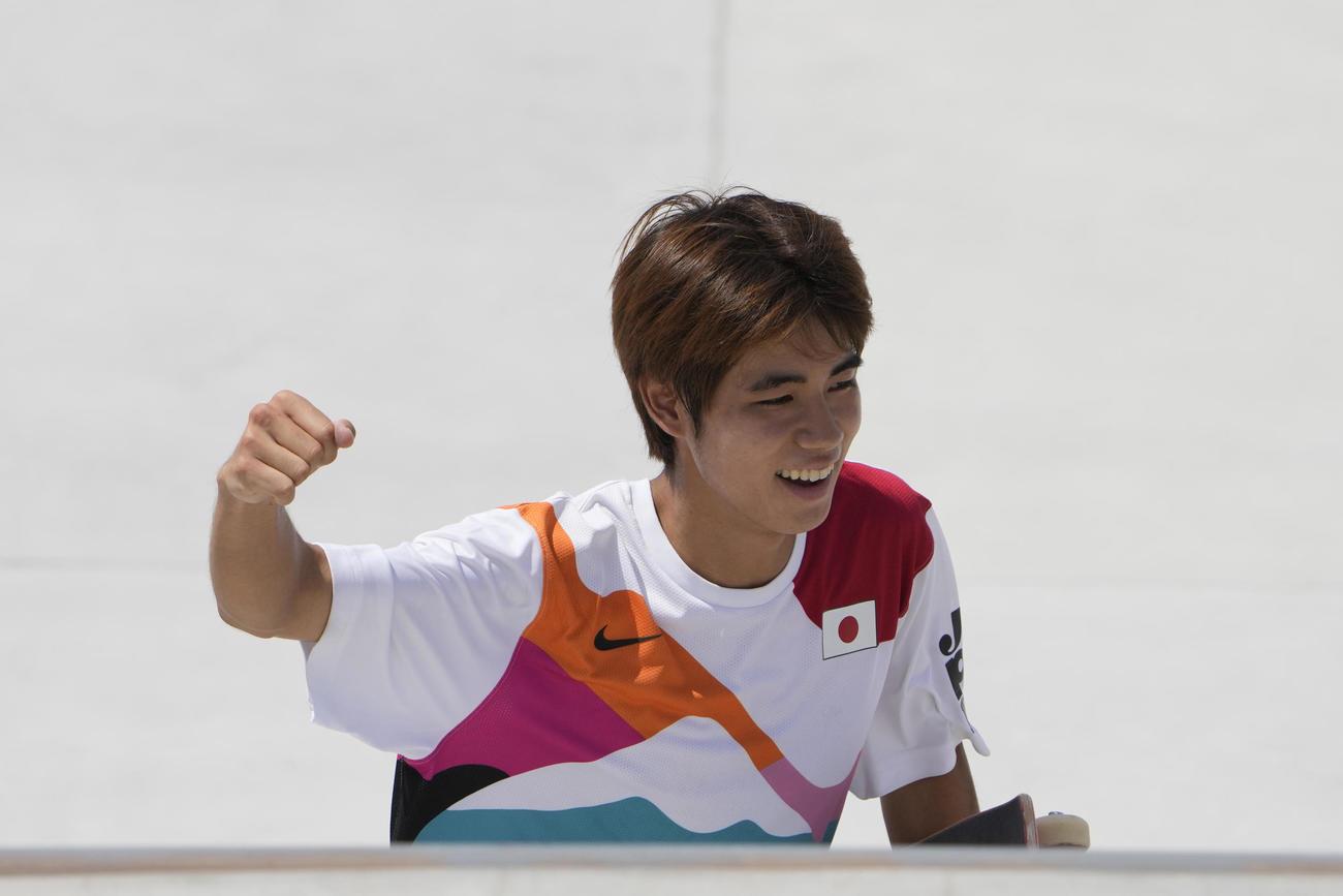 スケートボードのストリート男子で金メダルを獲得し喜ぶ堀米雄斗(AP)