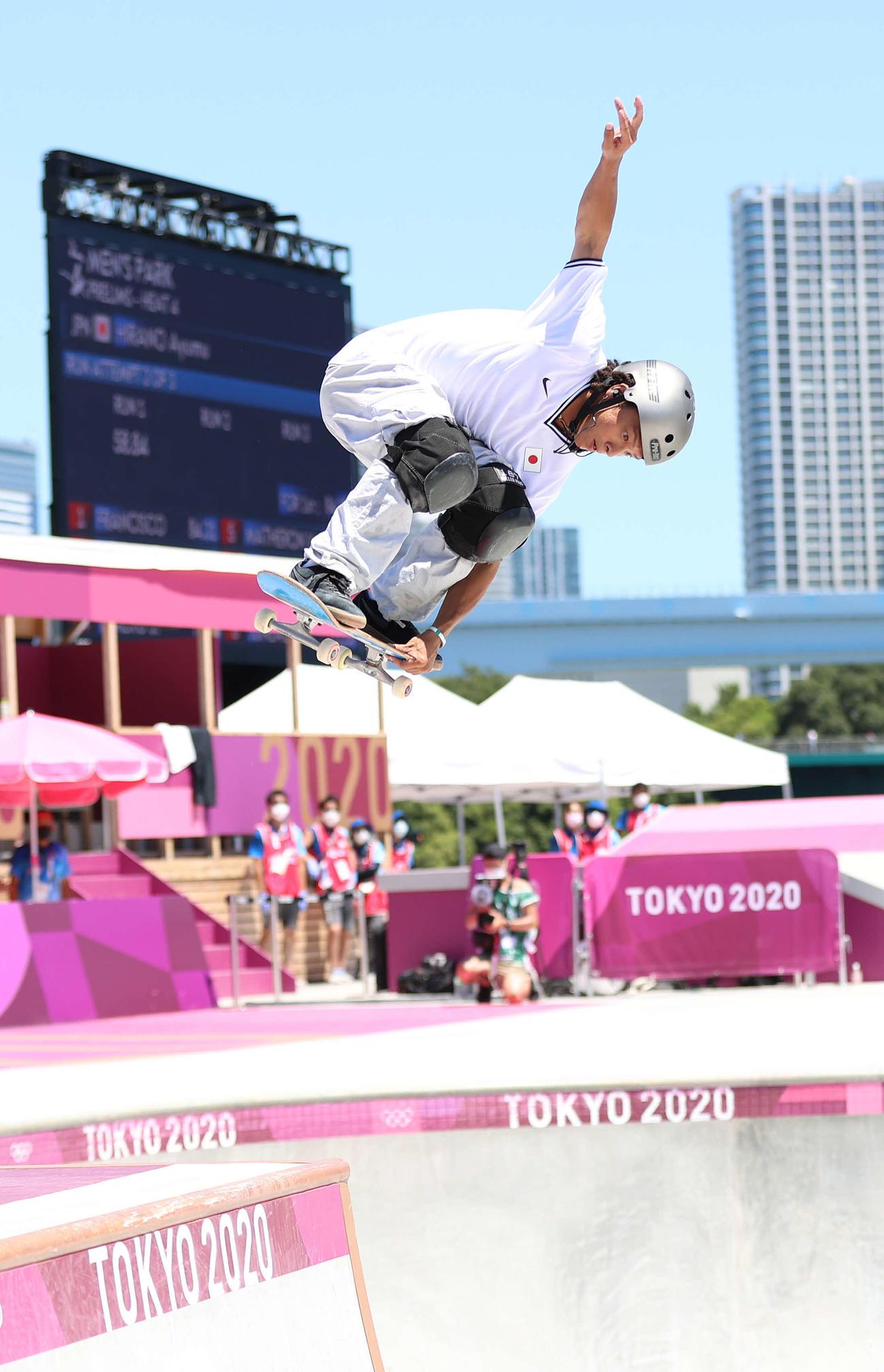 スケートボードパーク男子予選、1本目の演技に臨んだ平野(撮影・河野匠)