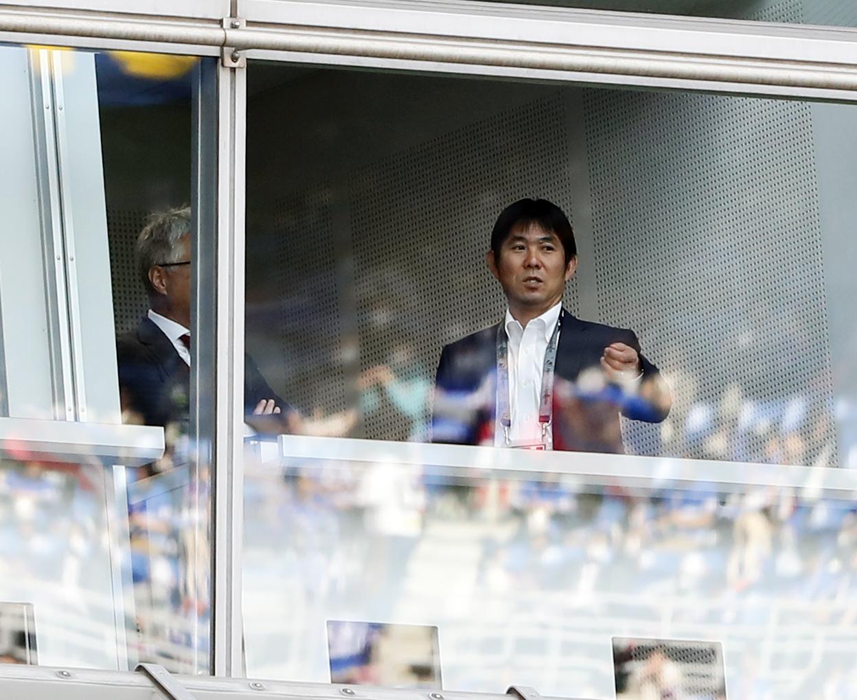 横浜対G大阪 視察に訪れた日本代表の森保監督(右)(撮影・浅見桂子)