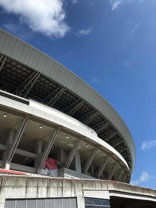 女子サッカー日本-チリが行われる試合前の宮城スタジアム周辺は青空が広がった