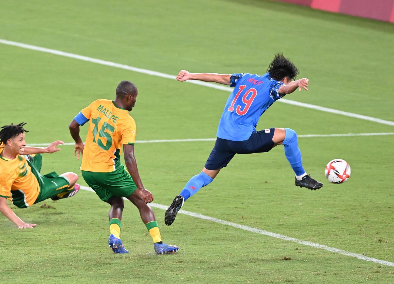 日本対南アフリカ 後半、シュートを放つも相手GKに弾かれる林(撮影・鈴木みどり)