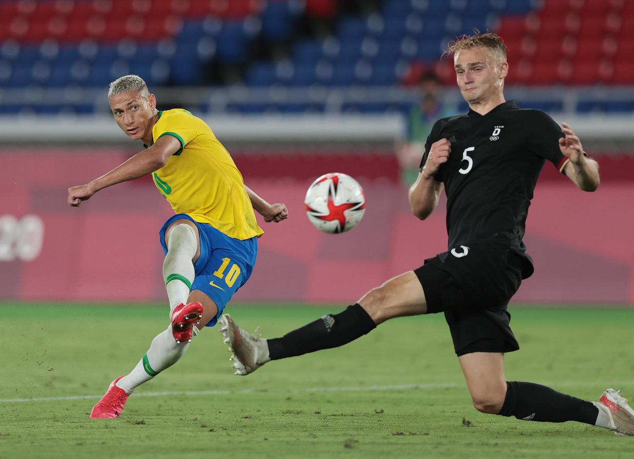 ブラジル対ドイツ 前半、ハットトリックとなるゴールを決めるブラジル・リシャルリソン(撮影・前田充)