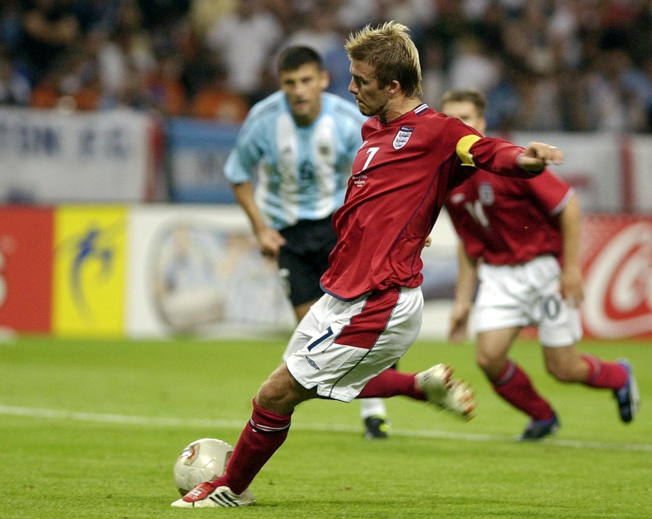 02年6月、サッカーW杯日韓大会、アルゼンチン戦でPKを決めるイングランド・ベッカム