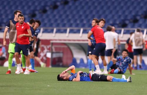 日本対スペイン 試合前、円陣を組む日本イレブン(撮影・河野匠)