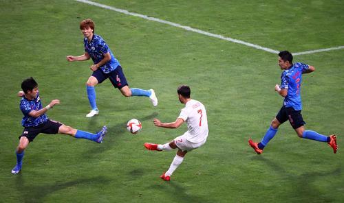 延長後半、ゴールを決めるスペイン代表・マルコ・アセンシオ(ロイター)