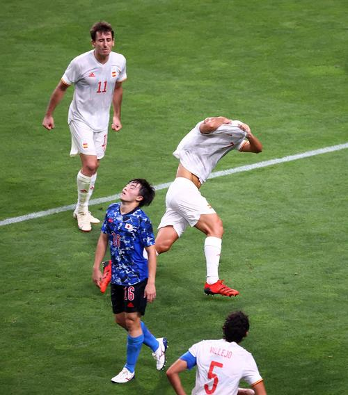 延長後半、ゴールを決め喜ぶスペイン代表・マルコ・アセンシオ(ロイター)