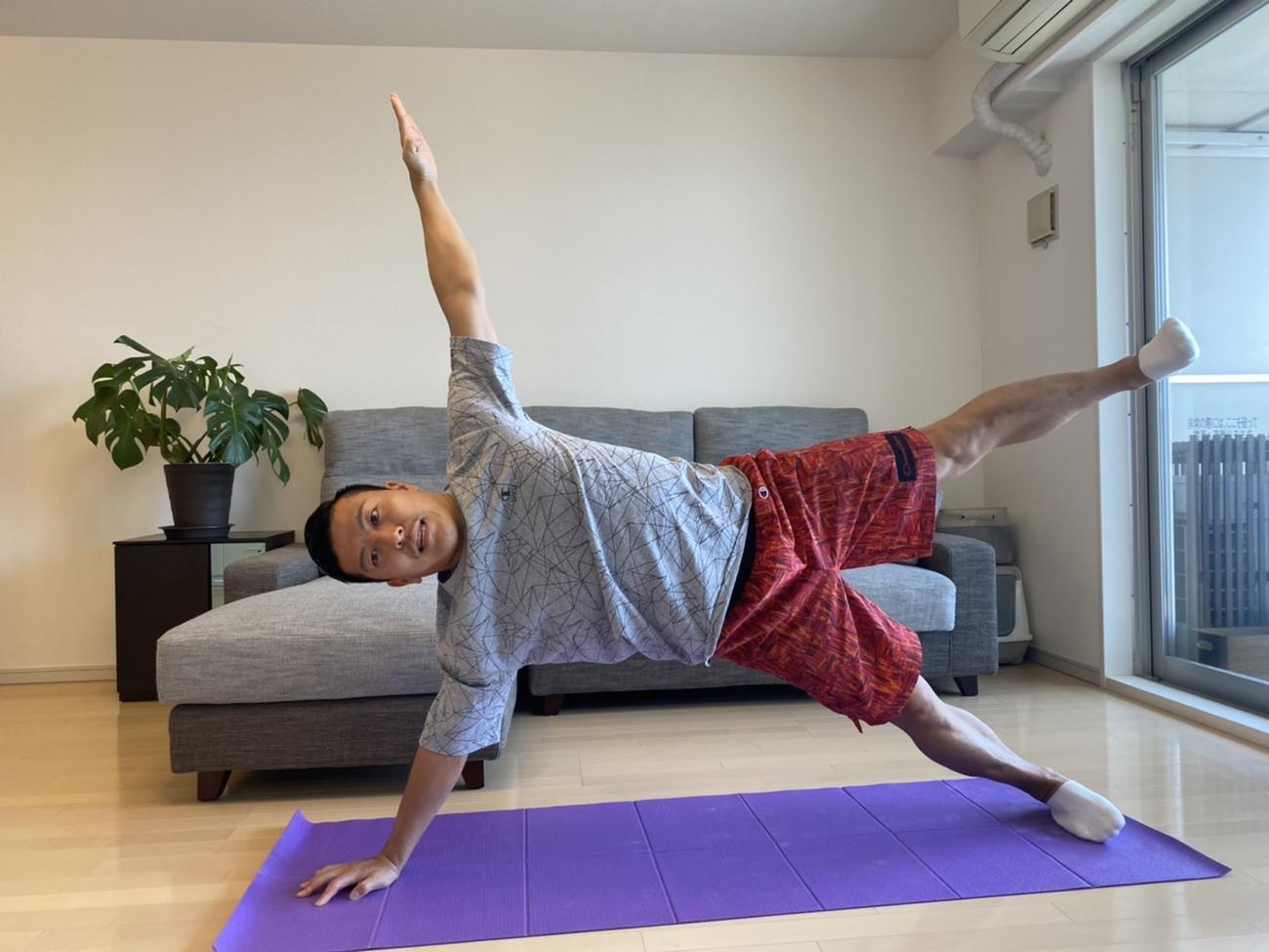 自宅でトレーニングする寺内健