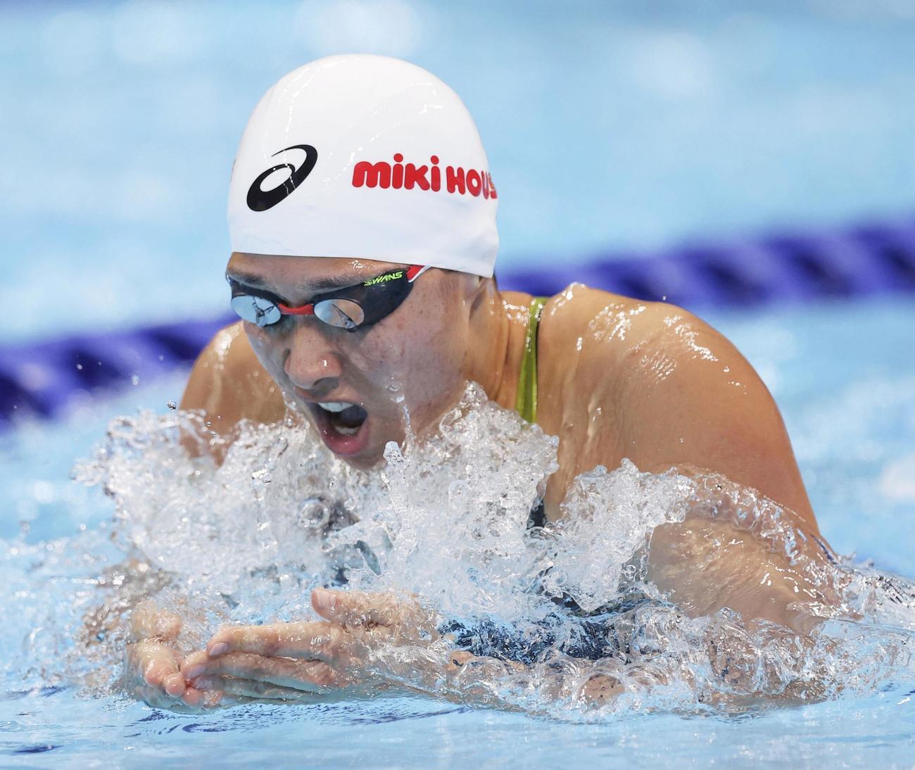 女子200メートル平泳ぎ決勝 力泳する鈴木聡美(共同)