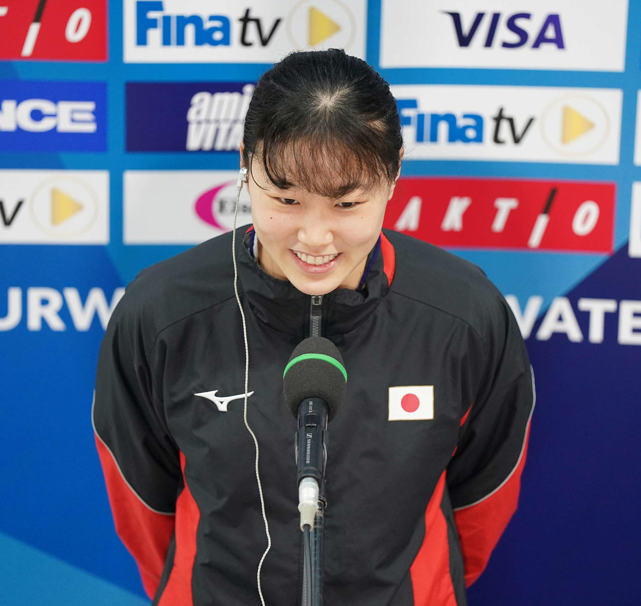 女子板飛び込みで準決勝進出を決め笑顔の三上(撮影・鈴木みどり)
