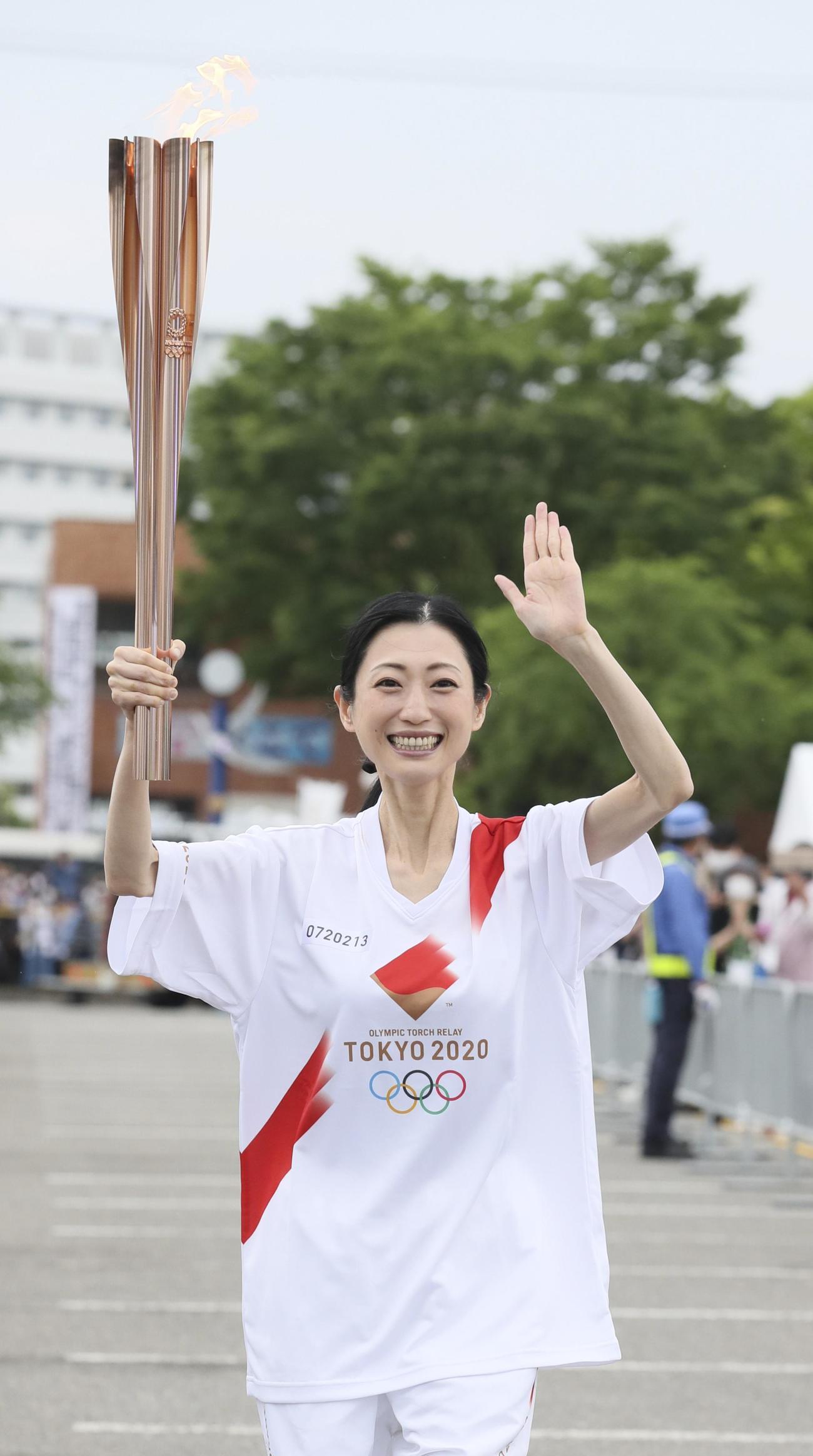 聖火ランナーを務めた壇蜜(代表撮影)