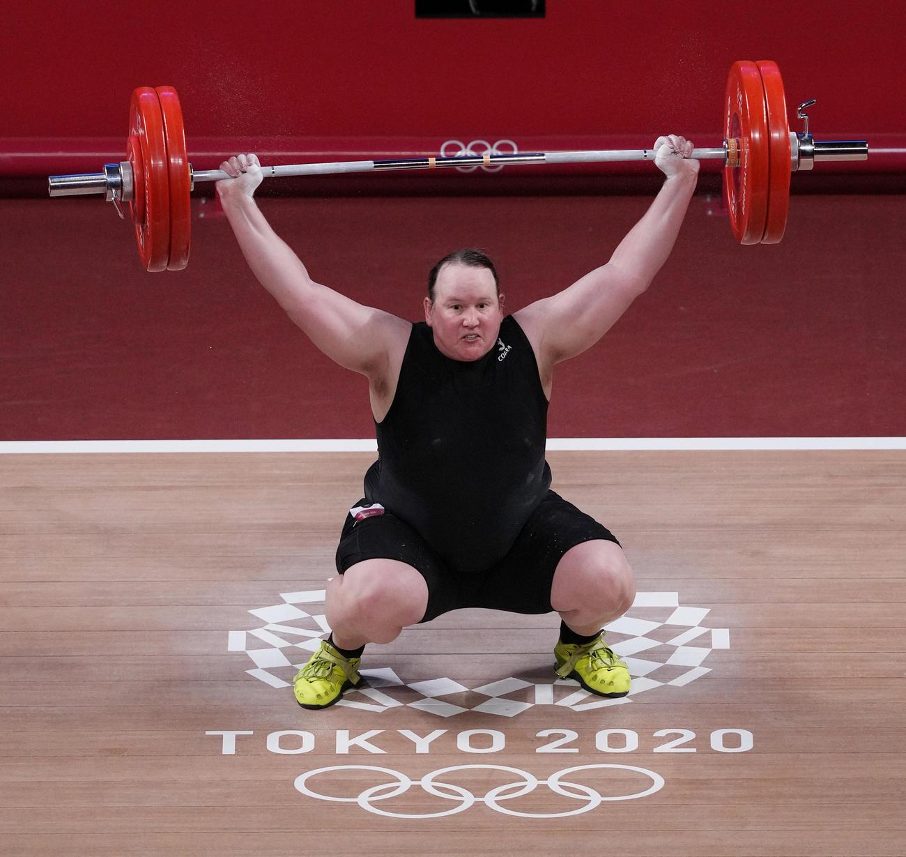 重量挙げ女子87キロ超級グループA スナッチ2回目で125キロを失敗するハバード