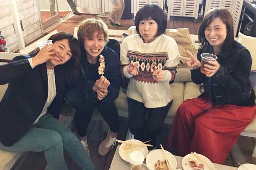 デビュー時から支え合った同期4人。左から西村美智子、加藤綾、木村紗友希、藤崎小百合(本人提供)