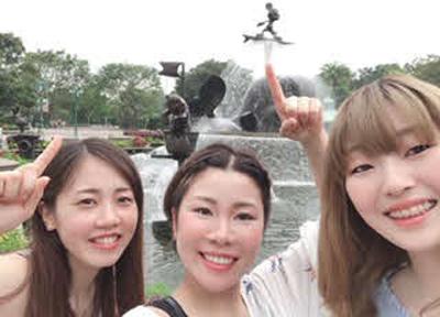 同期3人で香港ディズニーランドへ旅行(左から梅内夕貴奈、中北涼、本人)