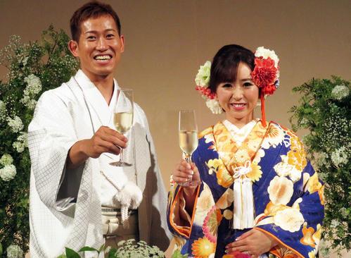 和装の脇本雄太(左)と麻里奈さん(撮影・山本幸史)