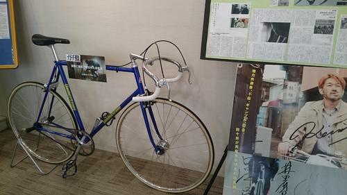 館内には主人公が映画で使用した自転車が展示されている(18年5月30日撮影)