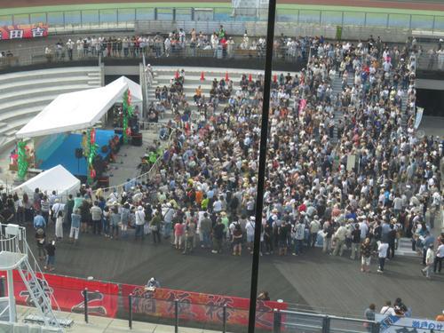 いわき平オールスターで行われた八代亜紀のライブに大勢のお客さんが集まった