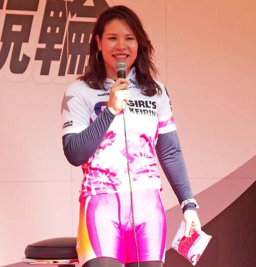 立川競輪場でトークショーを行った石井貴子選手(撮影・小野寺淳)
