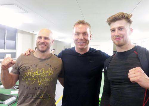 クリス・ホイ(中央)を囲むドミトリエフ(左)とトルーマン(撮影・中野公博)