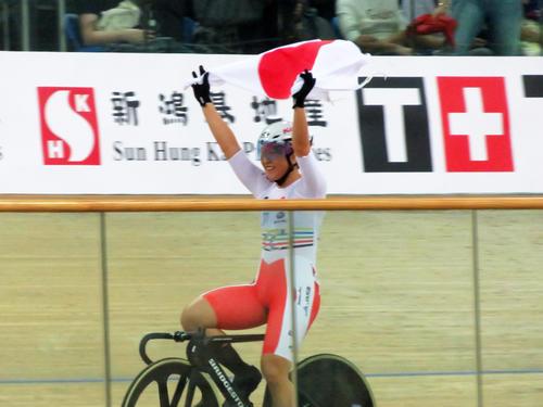 4種目で争う中距離女子オムニアムで優勝した梶原悠未(撮影・山本幸史)