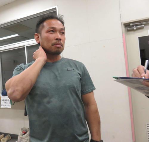 開催中止を受けて囲み取材に応じる吉田敏洋