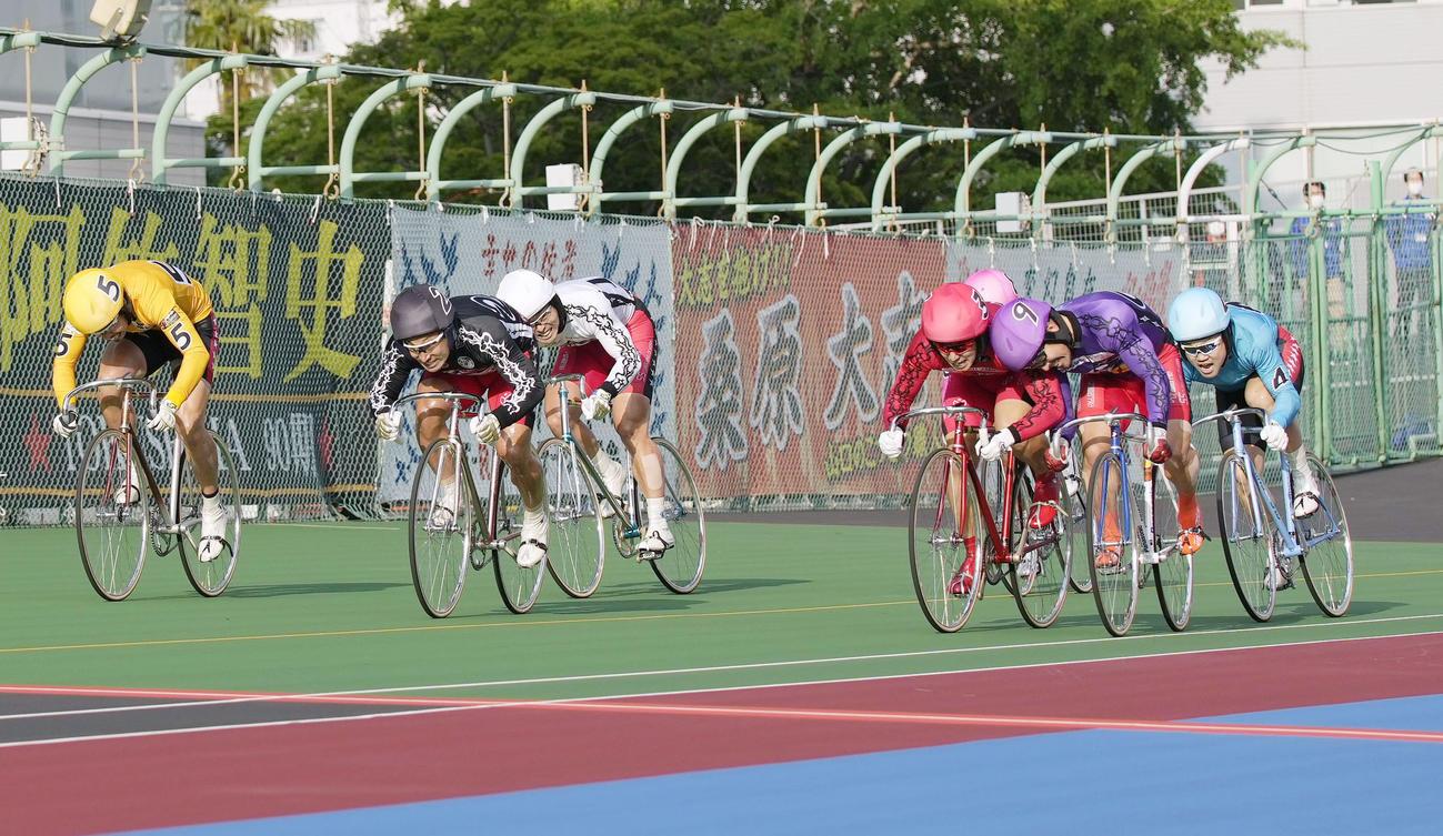 決勝の11レースでゴールする1着の松浦悠士(3)、2着の郡司浩平(2)、3着の佐藤慎太郎(9)(共同)
