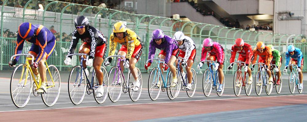 縦方向の競輪レース映像イメージ