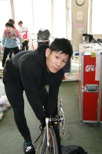 前川大輔「きつかったけど」気迫で押し切った/玉野 - ミッドナイト競輪 : 日刊スポーツ