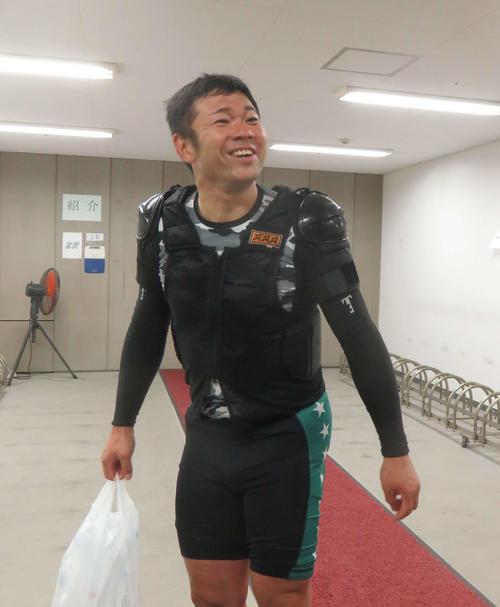 2日目1着で笑顔を見せる堀勝政(撮影・栗田文人)