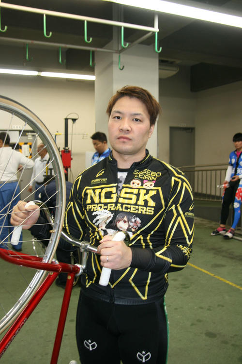 2Rは仕掛けが遅れた永田秀佑が5番手まくりで巻き返した(撮影・秋山正則)