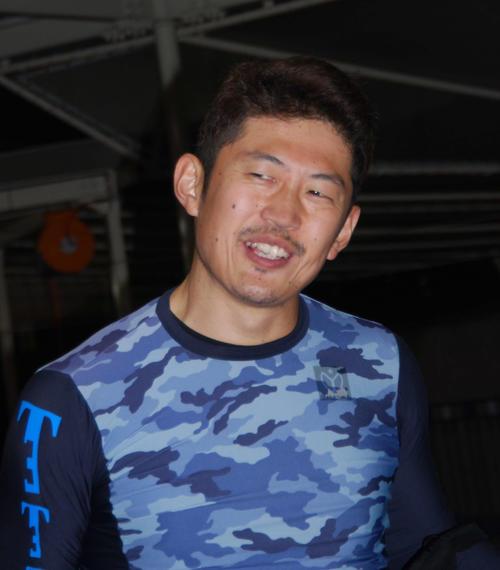 1Rを逃げ切りホッとした笑顔を見せる滝本匡平(撮影・神田成史)