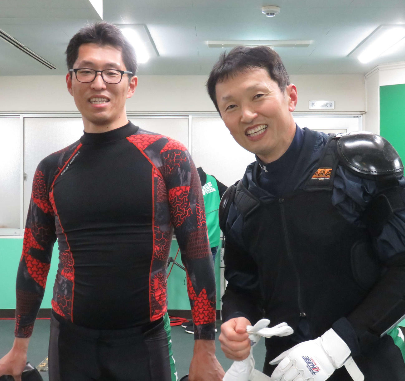 予選1着に意気上がる米倉剛志(左)と石井孝