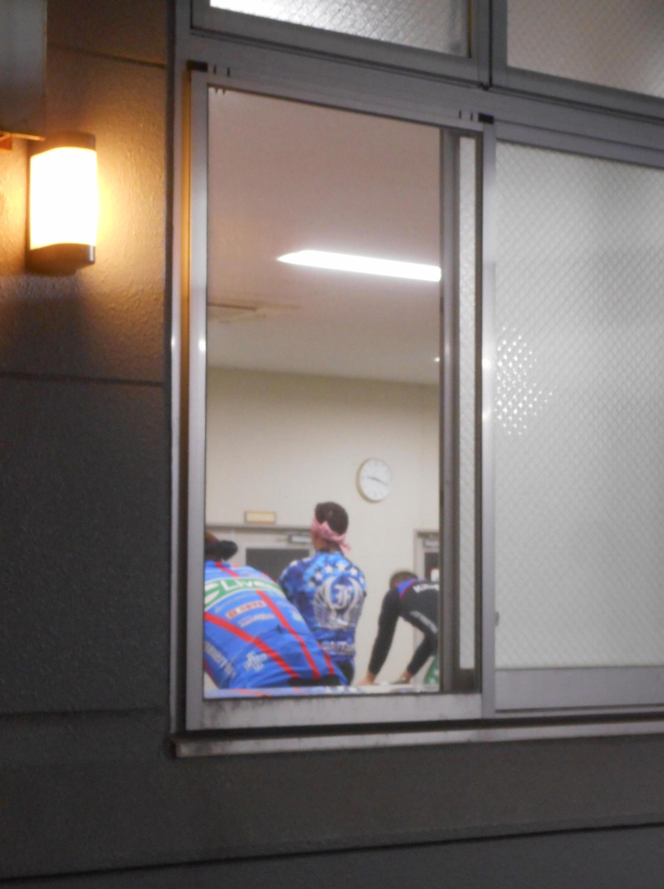 普段は閉じられているローラー室の窓が、新型コロナウイルス対策で開けられていた(撮影・岡田晋)