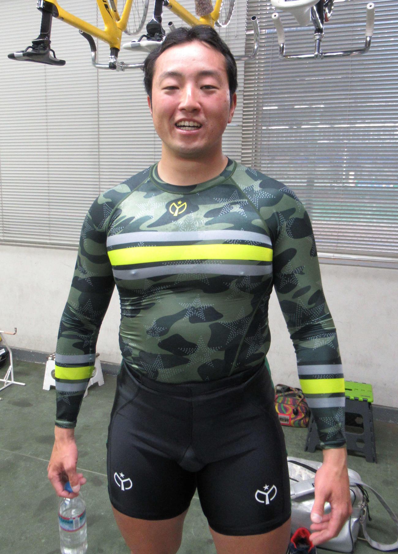 魚屋周成が1R・1番車で1着の「1並び」を決めた(撮影・山田敏明)